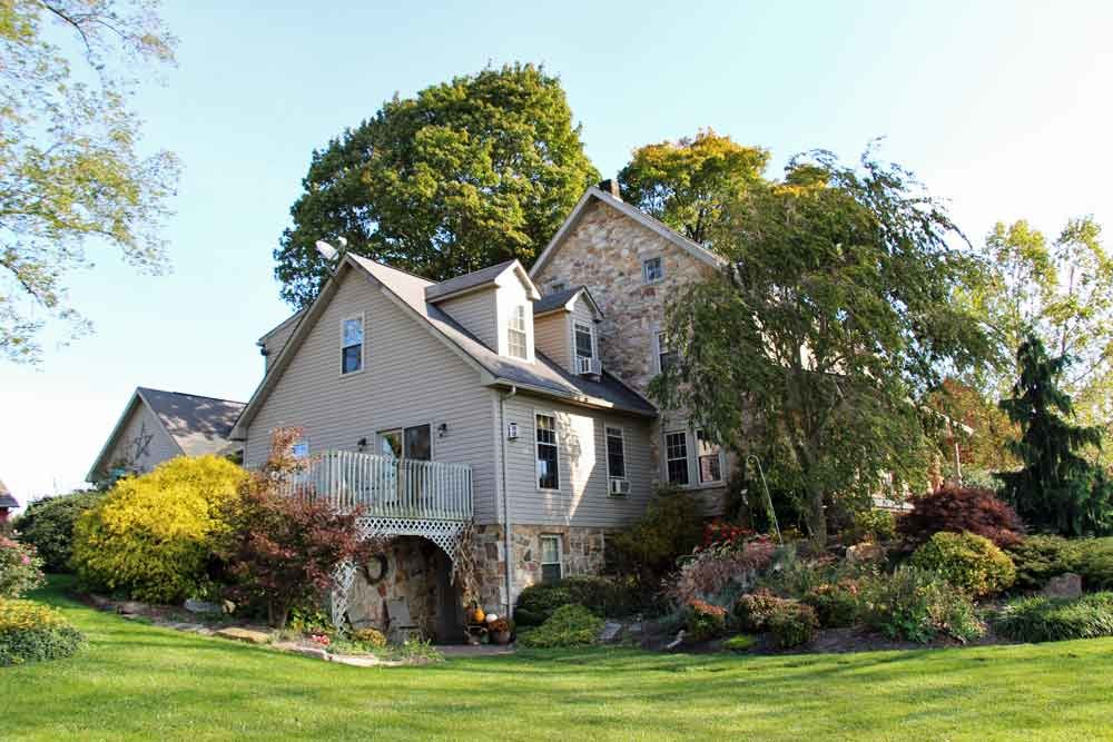 Olde Stone Guesthouse Bed and Breakfast
